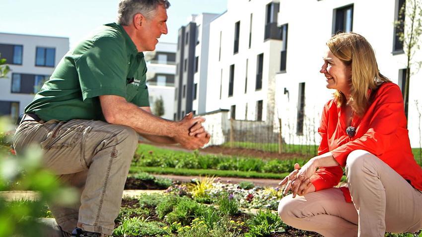 Gartenprofis unter sich: Werner Ollig, Leiter der Gartenakademie Rheinland-Pfalz, und grünzeug-Expertin Heike Boomgarden (Quelle: SWR)