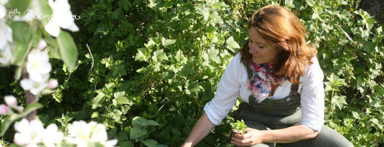 Heike Boomgaarden im Hochbeet